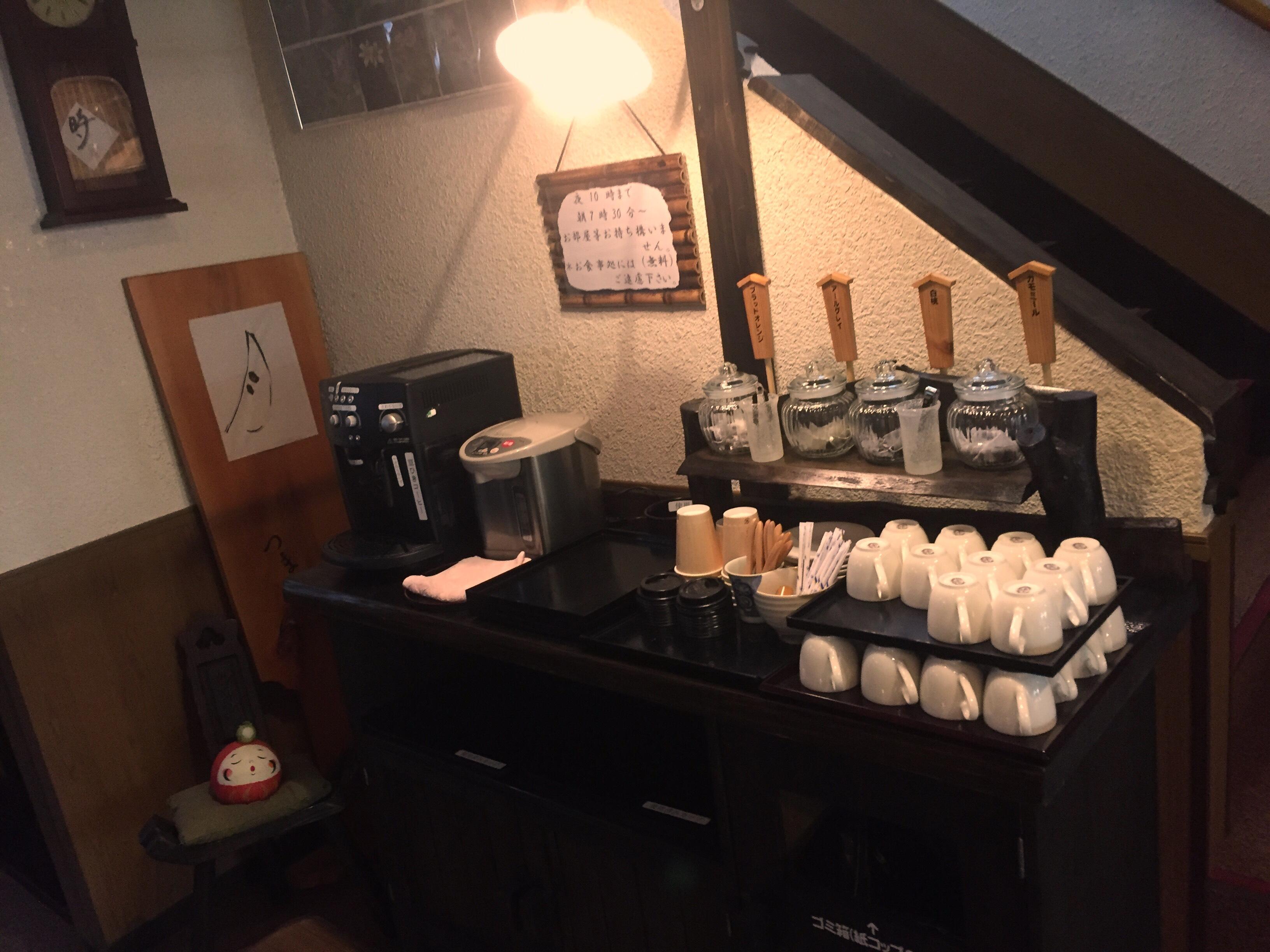 挽きたてコーヒーと4種類のと紅茶